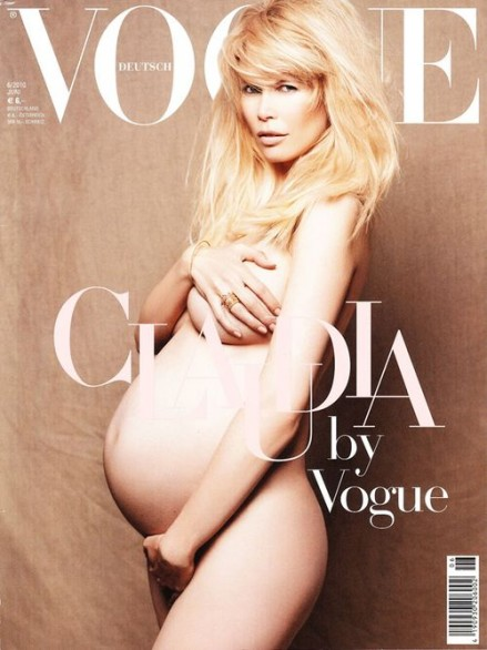 Claudia Schiffer incinta e senza veli su Vogue