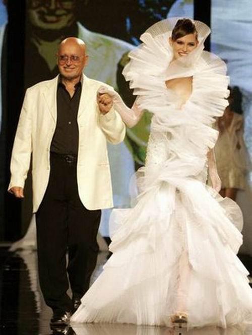 Fausto Sarli ringrazia il pubblico a fine sfilata